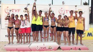 16 Yaş Altı Plaj Voleybolu Türkiye Şampiyonası Sona Erdi