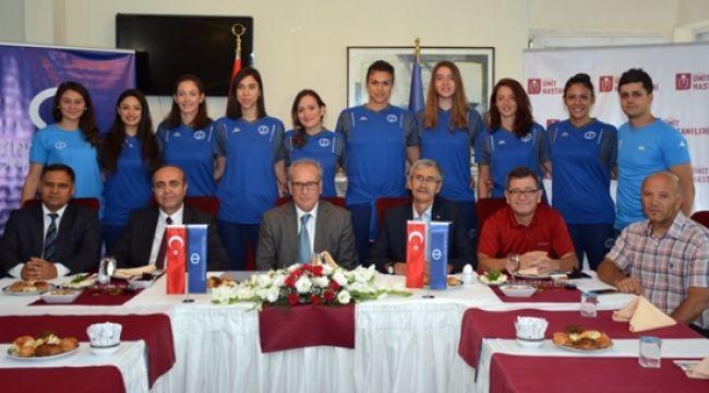 Anadolu Üniversitesi Bayan Voleybol Takımı basına tanıtıldı