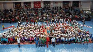 Mini Voleybol Şenliği Bursa'da Yapıldı