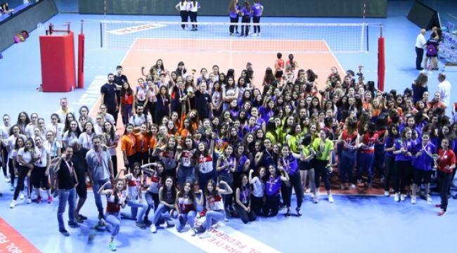 İstanbul'da Kupa ve Madalyalar Sahiplerini Buldu