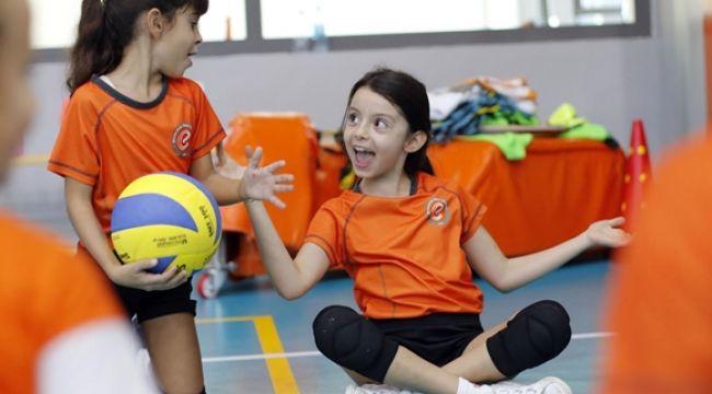 'Geleceğe Smaç' projesi ile çocuklar sporla buluşuyor