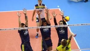 Fenerbahçe 10'uncu maçında liderliğe yükseldi!