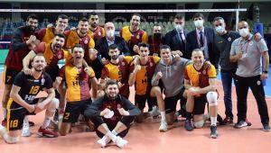 Galatasaray, Halkbank'ı son sette devirdi
