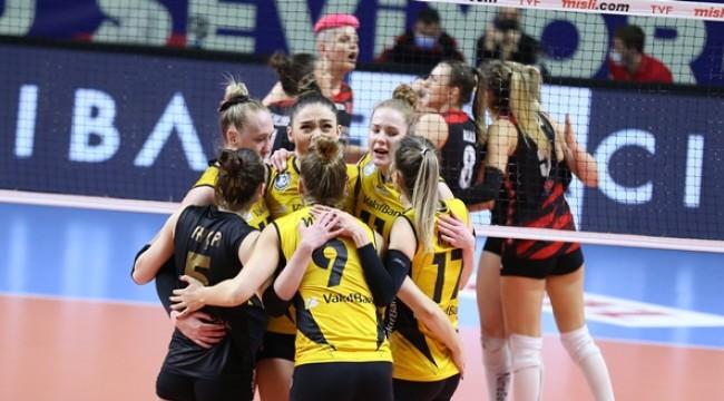 VakıfBank, yarı final serisinde 1-0 öne geçti